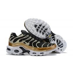 Zapatillas Nike Air Max Plus QS Hombre - Negro Oro